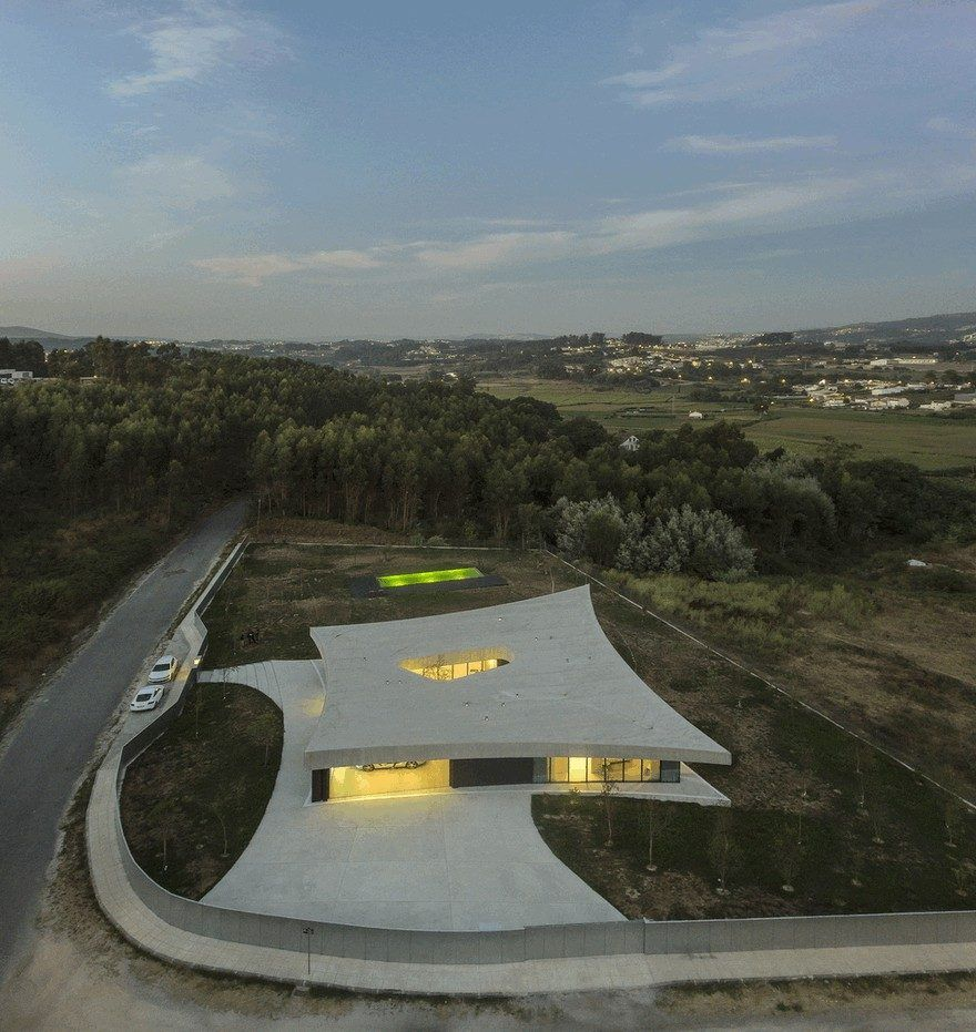 Casa Cabo De Vila In Paredes, Portugal / Spaceworkers