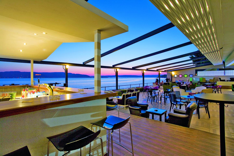 پوشش برزنتی کافه رستوران in 2020 Vertical blinds diy