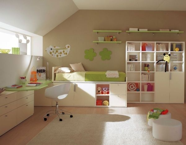 Kinderzimmer Dachschräge ~ Kinderzimmer dachschräge hochbett stauraum grün beige