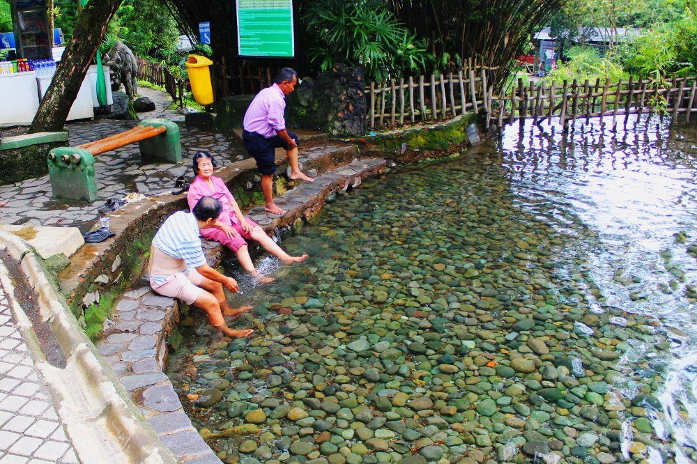 http www indonesiakaya com kanal detail wisata air panas ciater lokasi pemandian ciater berada di lereng gunung tangkuban perahu