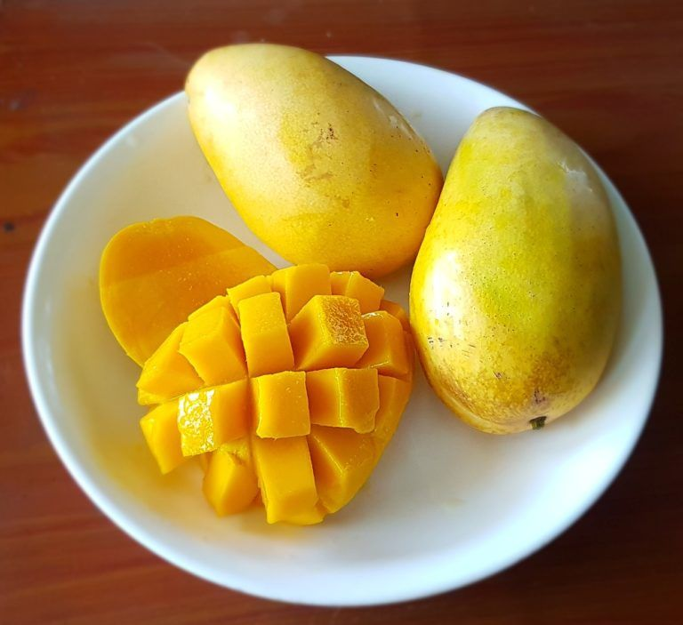 How To Pick The Perfect Fruits Experienced Farmer Shares The Best Key Tips In 2020 Mango Benefits Mango Health Benefits Mango Fruit