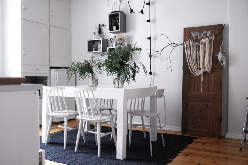 all white is not 100% my thing but i am attracted to this KITCHEN WITH THE BLACK RUG
