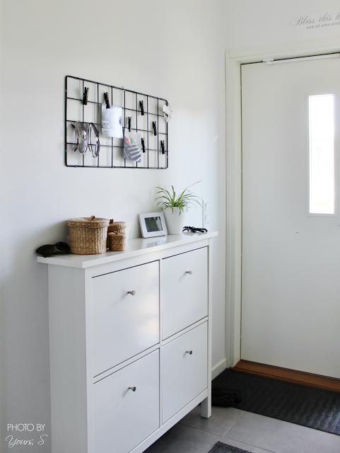 Ikea Barsö säleikkö eteiseen @YoursSblogi #eteinen #sisustus #säilytys…  en