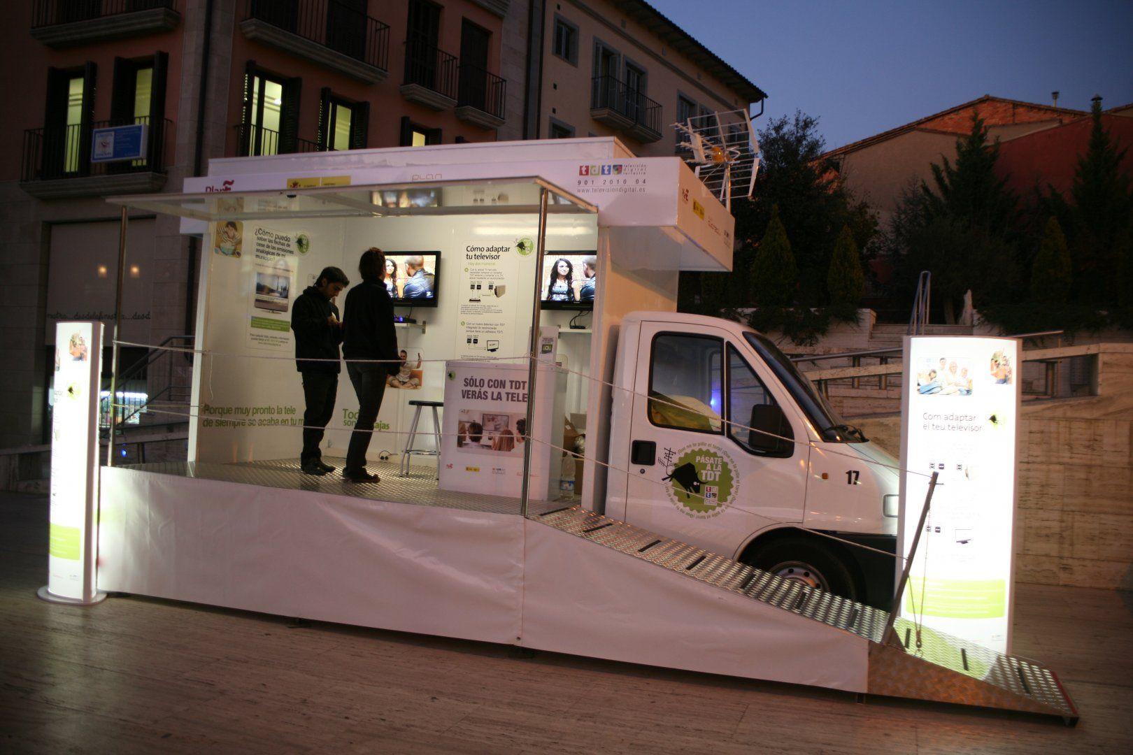 #Vehículo abierto para implantación de la TDT #publicidad #streetmarketing #marketing #movilbus