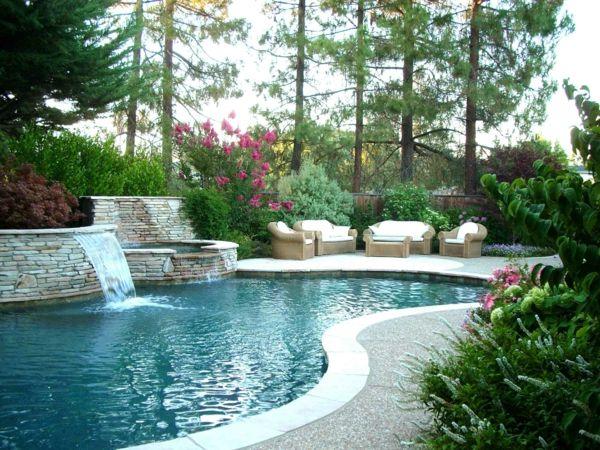 luxus garten mit vielen pflanzen und mit einem großen schwimmbad, Gartenarbeit ideen