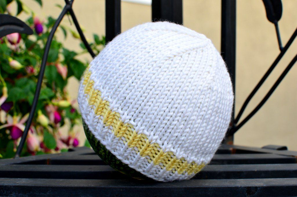 How to Knit a Basic Baby Hat: Free (and Easy!) Pattern With Step-by ...