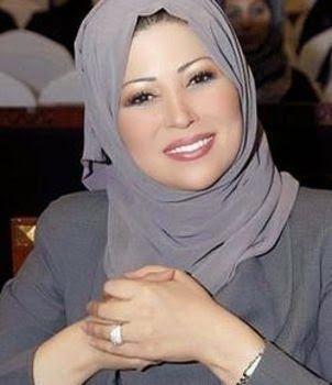 السيرة الذاتية للاعلامية المتميزة خديجة بن قنة Arab Celebrities Brave Women Just Smile