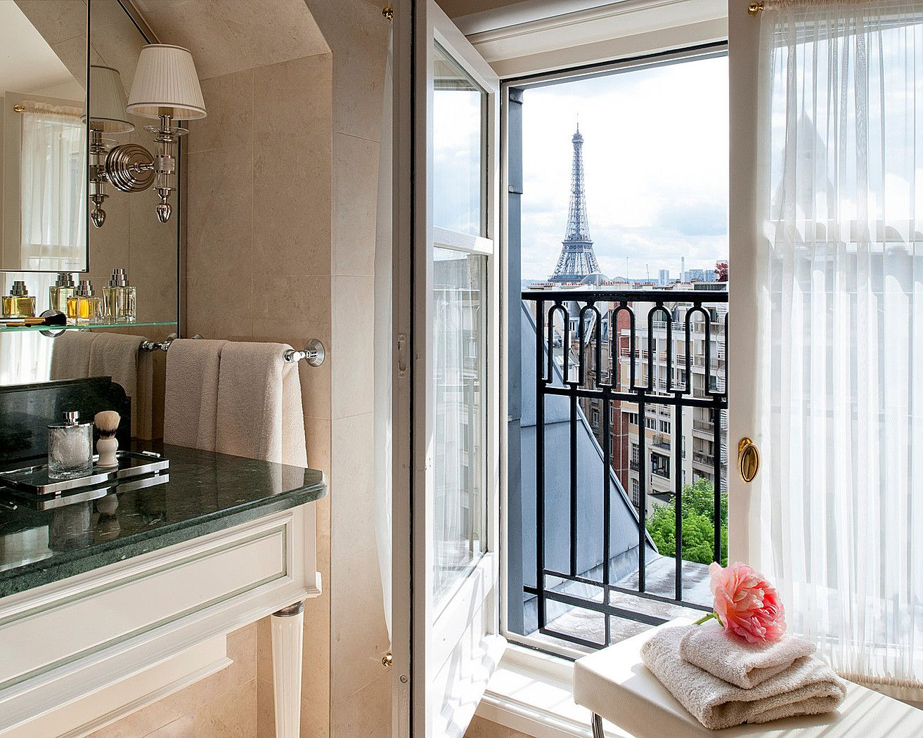 An incredible site for learning everything about luxury hotels and the French art of welcoming on this site: http://www.laurentdelporte.com/en/ A bath with a view! @Four Seasons Hotel George V Paris.