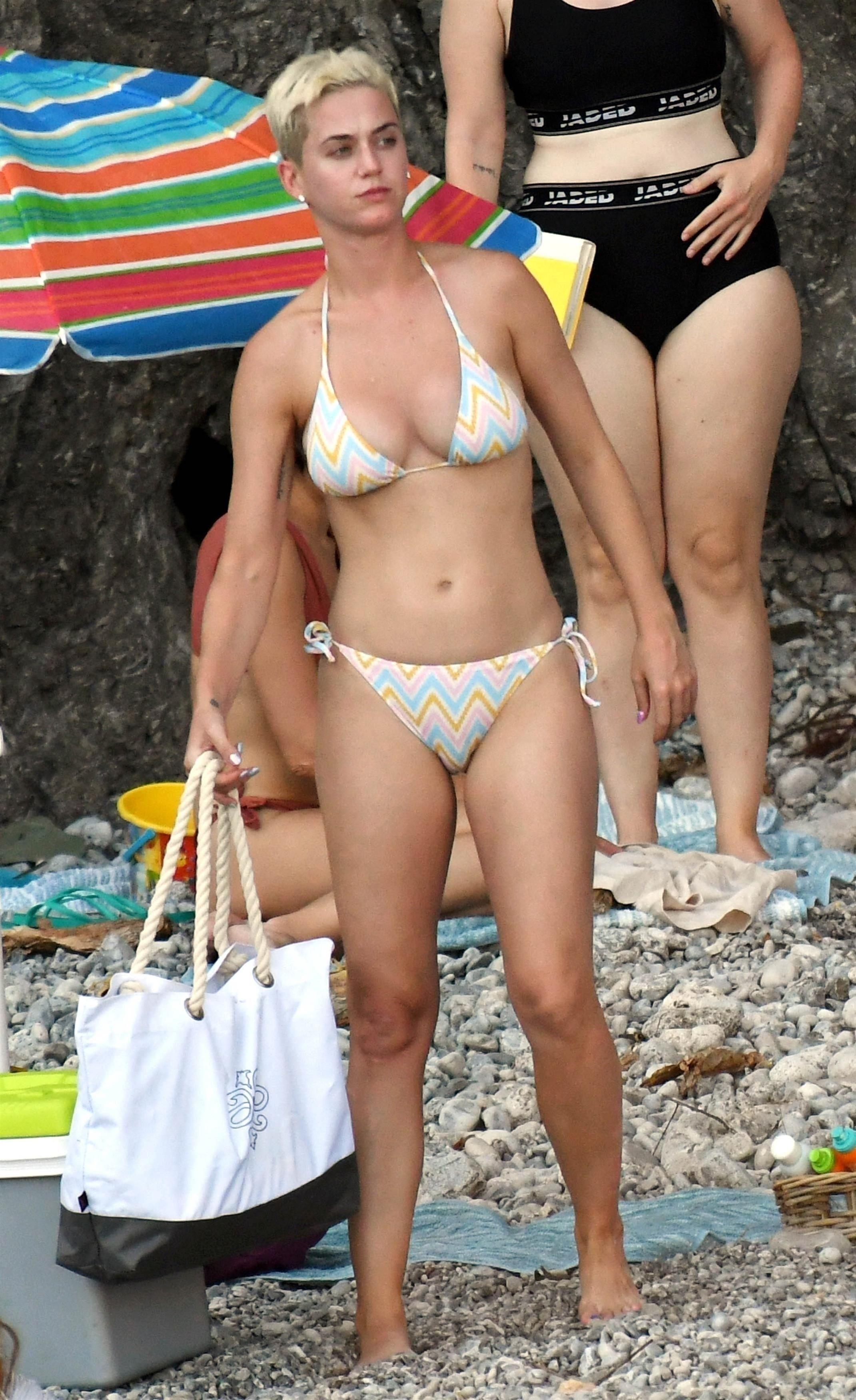 Katie perry bikini pictures, girl in a white bikini