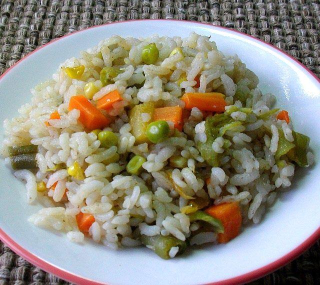 Arroz a la jardinera -- Cómo hacer arroz esponjadito con verduras - como hacer una jardinera