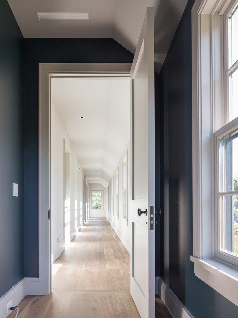Corredor de quartos paredes east hampton the hamptons for Casa moderna hampton hickory
