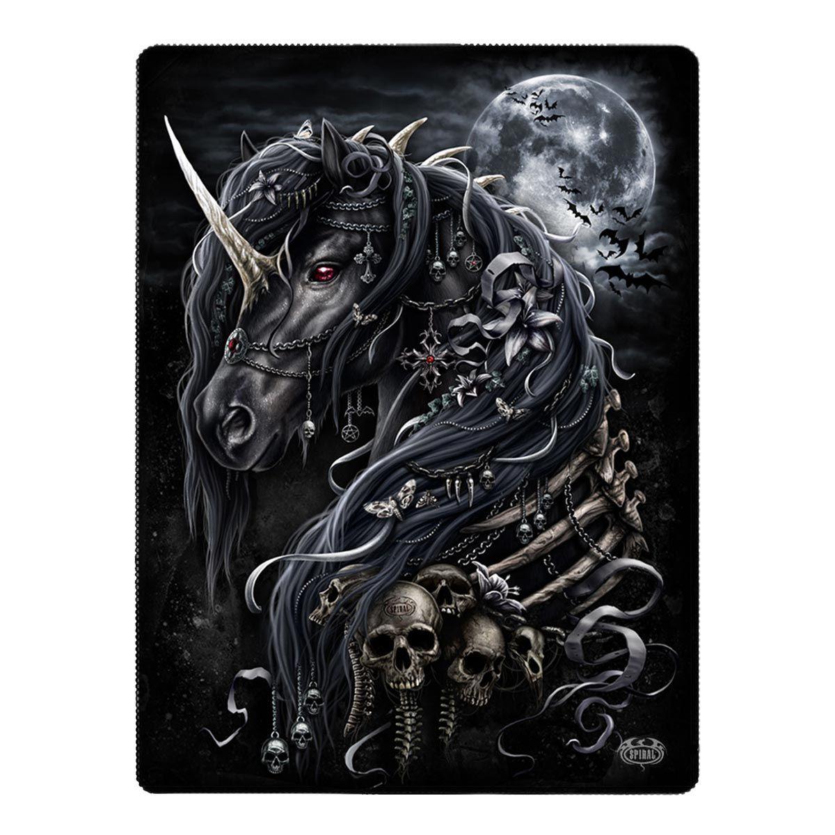 Jetzt günstig online bestellen: Gothic Fleece Wohndecke im Mystic Look - Dark Unicorn - Entdecke die dunkle Welt von VOODOOMANIACS !