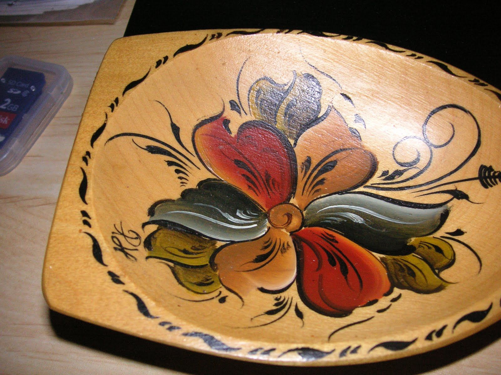 This is what I think of when I think of rosemaling, and I LOVE it!