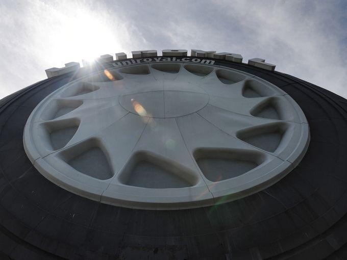 Giant Uniroyal Tire | Detroit