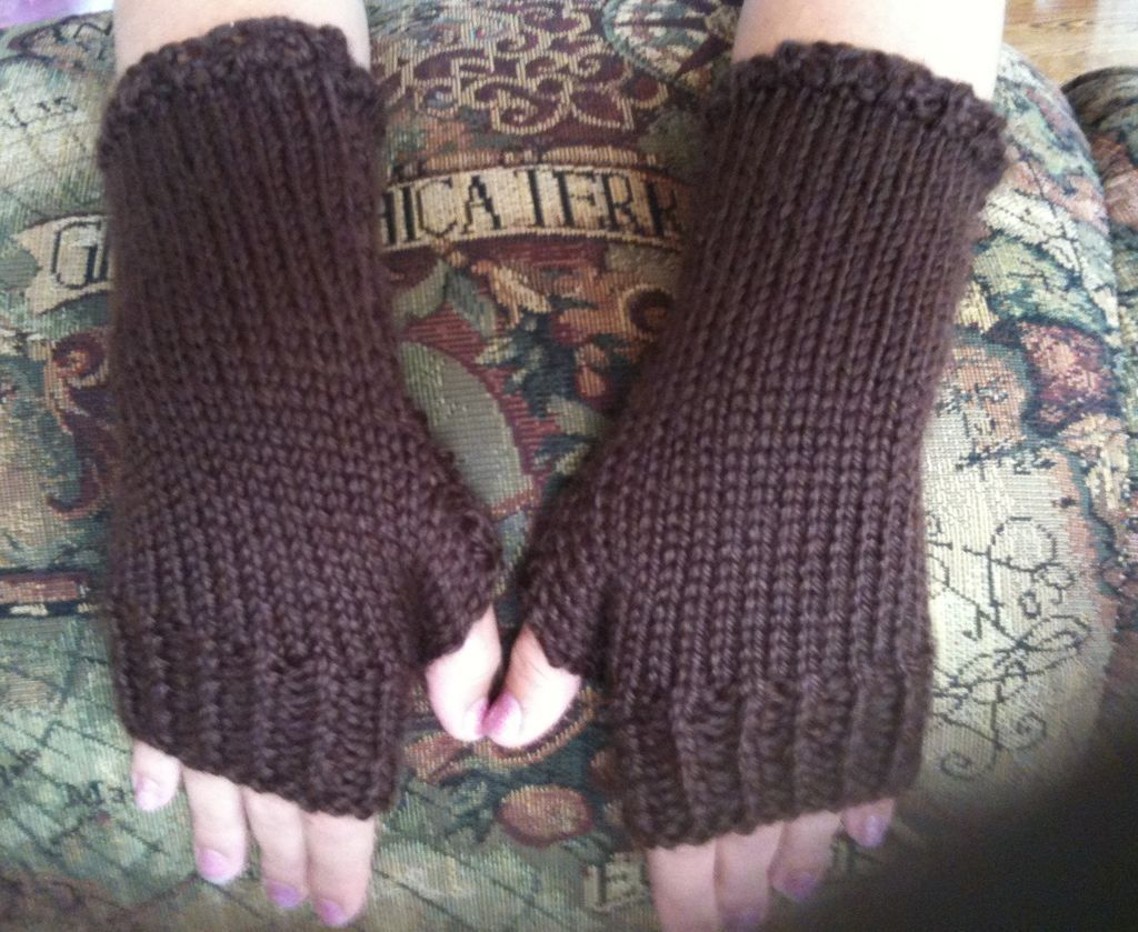 How to knit close fitting fingerless gloves fingerless gloves how to knit close fitting fingerless gloves bankloansurffo Image collections