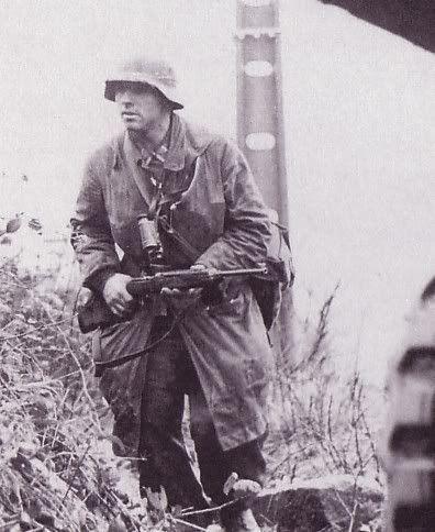 Sous Officier de la Luftwaffe Ardennes 44 armé d'une carabine M1 ...