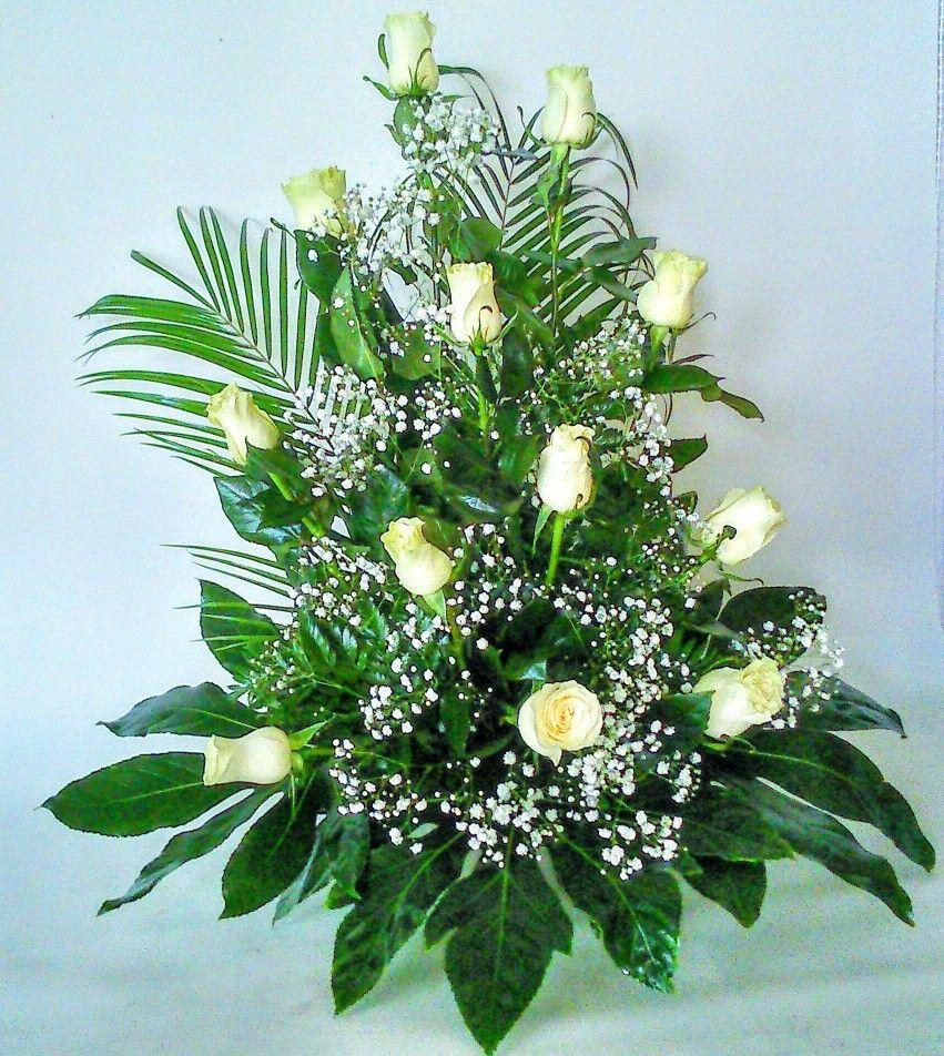 Centro De Rosas Blancas Para Regalar Bellos Arreglos Florales Arreglos Florales Sencillos Arreglos Florales