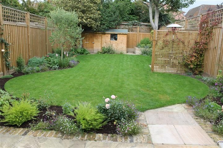 Typical family garden in South London | Small garden ...