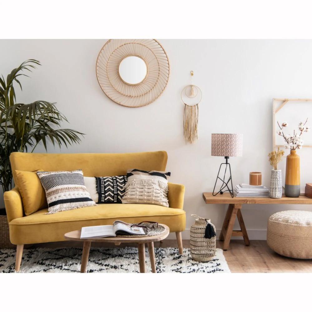 Sofa De 2 Plazas De Terciopelo Amarillo Mostaza Deco Salon Canape Jaune Canape Jaune Amenagement Petit Salon