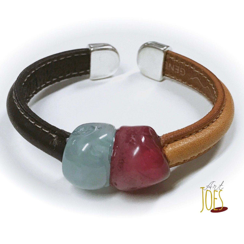492a4285fc02 Pulsera en cuero de media caña y dos piedras. | Pulseras cuero Art ...