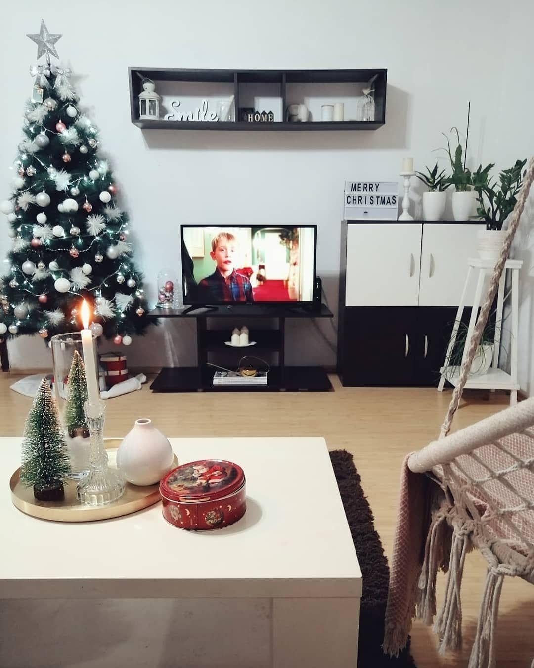 Srećan Božić  . . . . #merrychristmas #christmasdecor #homedecor #homealone #srecanbozic Srećan Božić  . . . . #merrychristmas #christmasdecor #homedecor #homealone