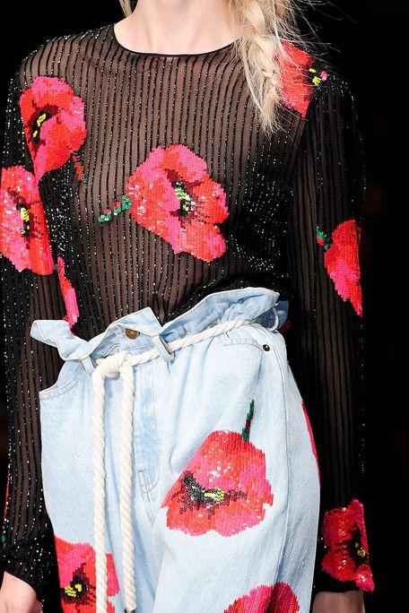 Red Blue Red Poppy Flowers Sequined Prints Blue Denim Ashish Spring Summer 2012 Fashion Anziehsachen Anziehen Bluse