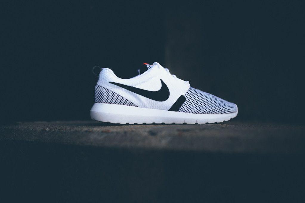 size 40 00d23 1bd7a Nike Roshe Run NM BR Whit Black Hot Lava