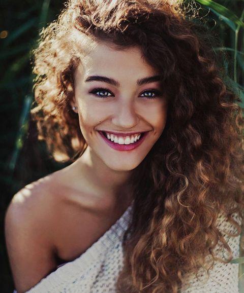 White Hair Ombre Copacabana Brasil Cacau Hajhosszabbitas Curly Girl Hairstyles Hair Styles Curly Hair Styles