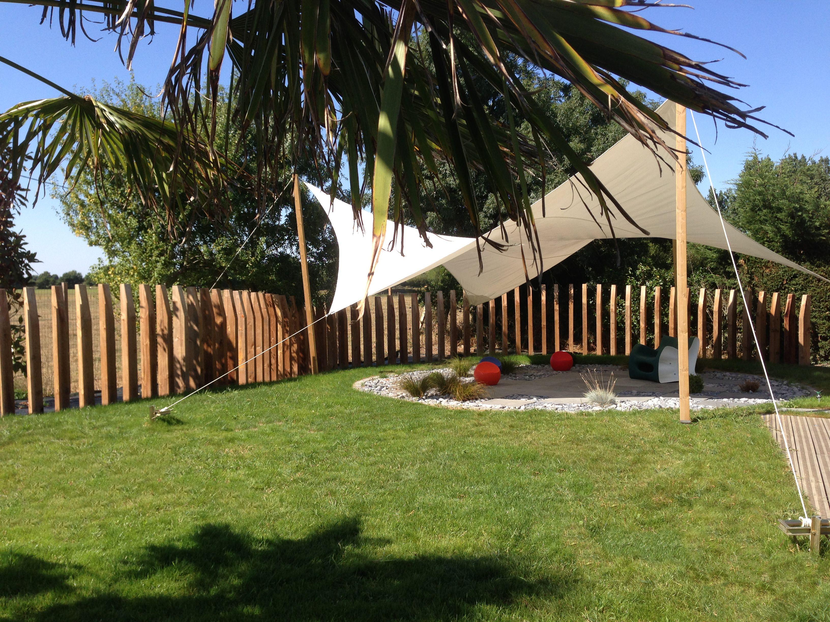 Salon De Jardin Amenage Toile Tendue Ombrage Palmier Jardin
