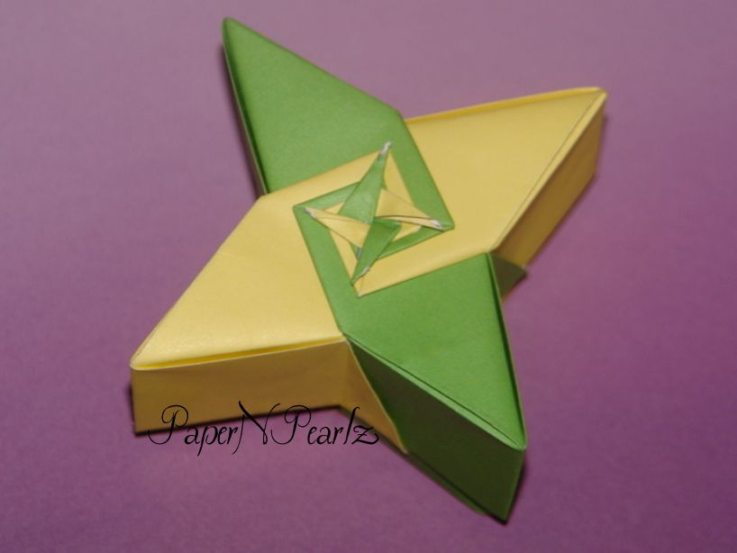 An interest 4-star box from the #origami #tanteidan.  #modular #box #copypaper #paperfolding #papernpearlz #origamiindia