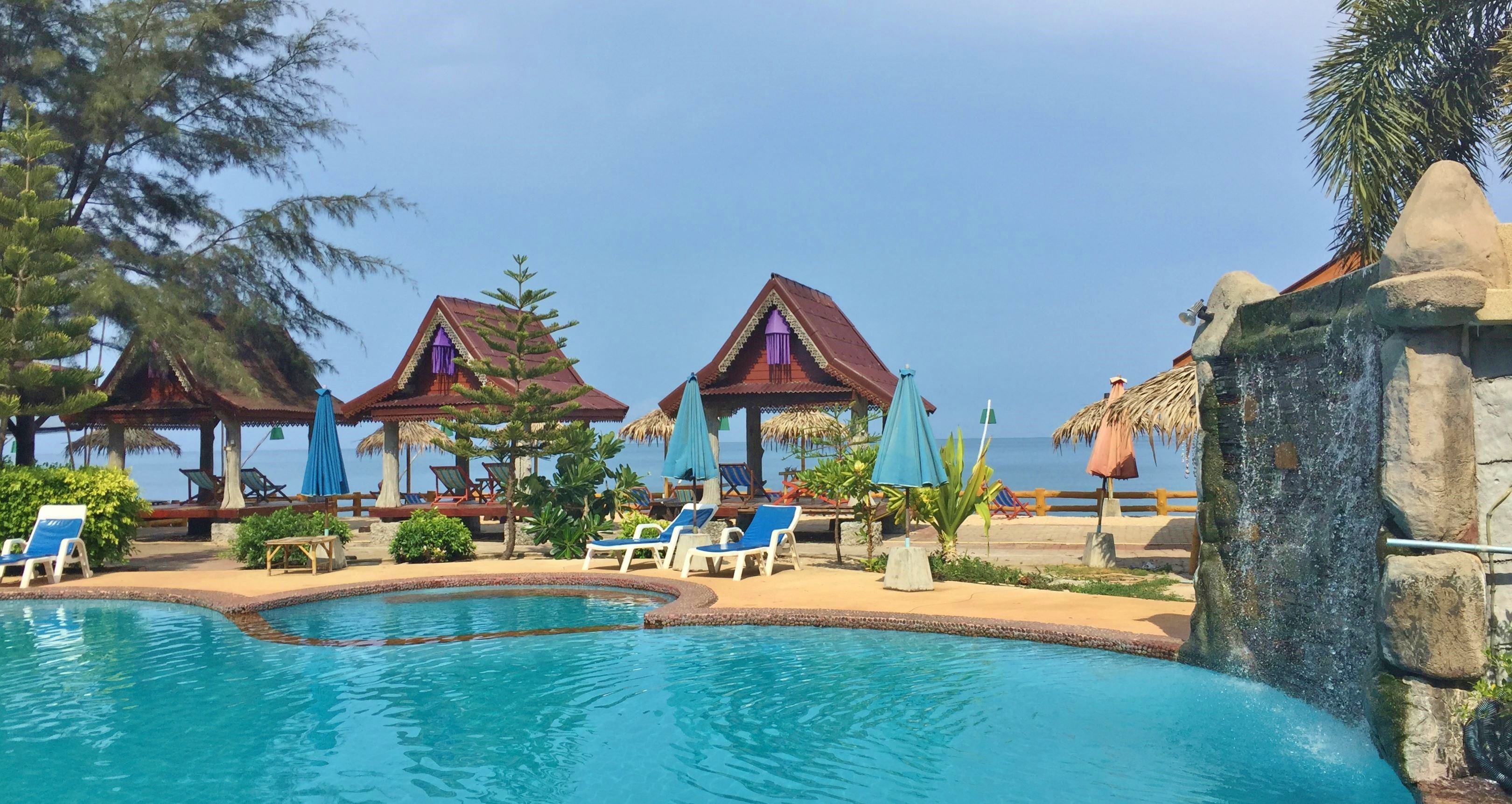 Koh Lanta Blue Andaman beach hotel based at Klong Khong