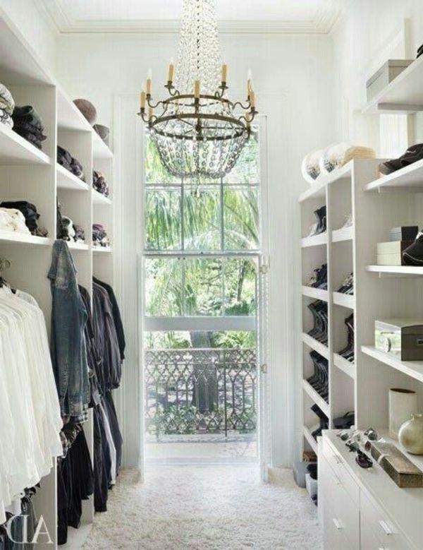 Begehbarer eckkleiderschrank weiß  weiß einrichtung kleiderschrank kronleuchter begehbarer offen ...
