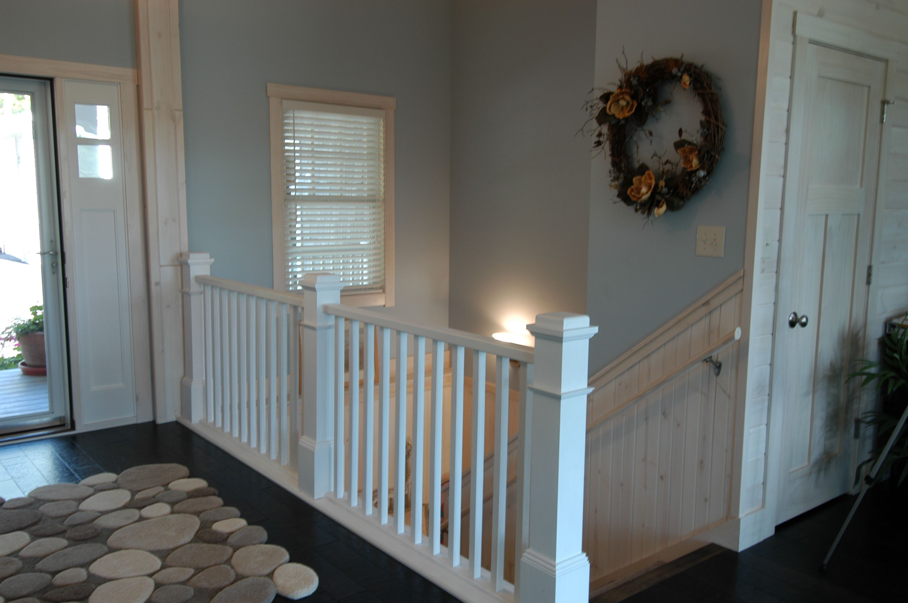 Best Craftsman Style Railing And Newel Posts At The Stairway 400 x 300
