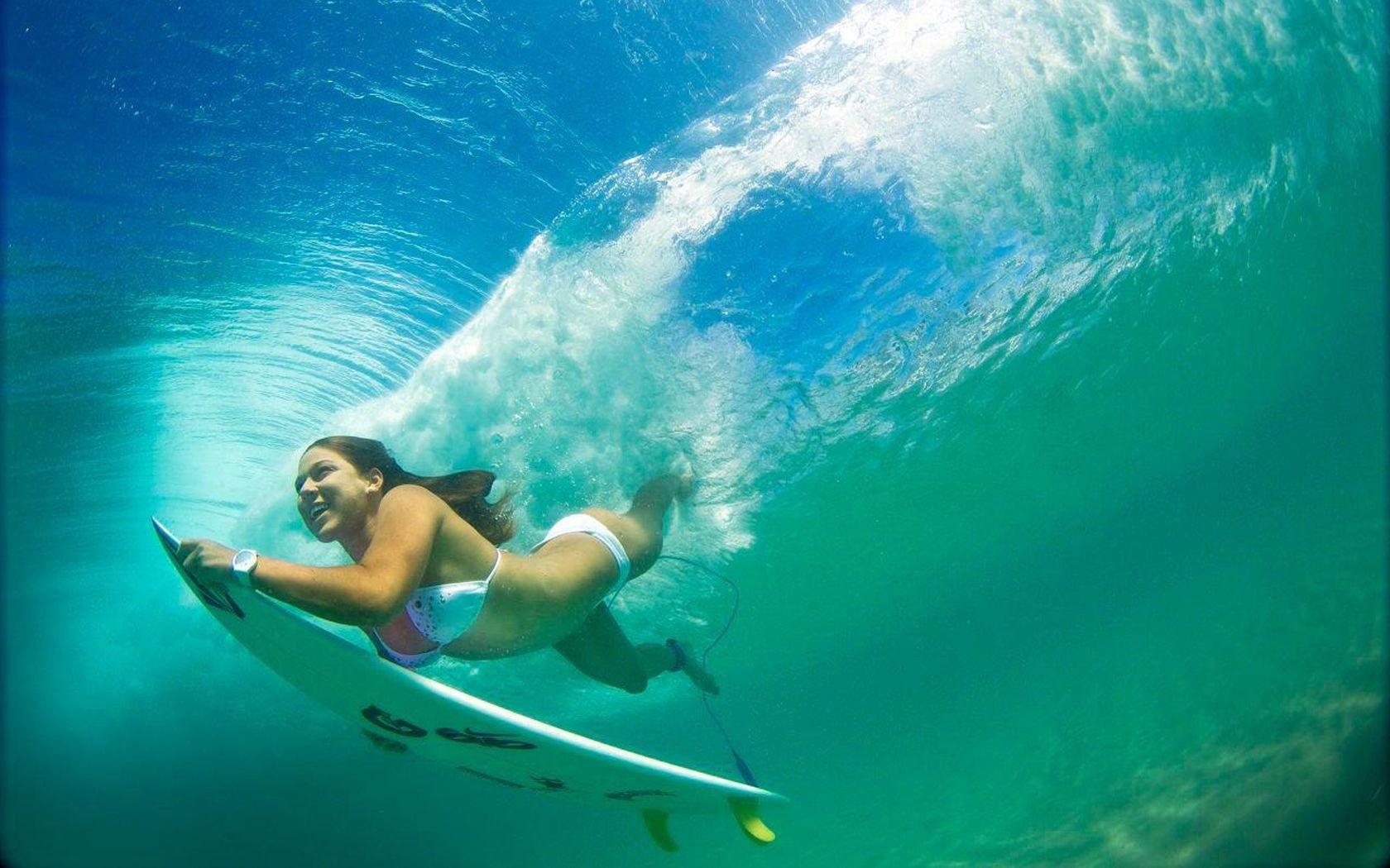 Según el lente de Instagram, aquí les traemos el listado de las diez (10) surfistas más hermosas del mar. Sage Erickson: la rubia de 24 años es originaria de California, Estados Unidos, y ha prometido con regresar esta temporada a la élite del surf tras obtener malos resultados. También ha coqueteado con el modelaje. Laura […]
