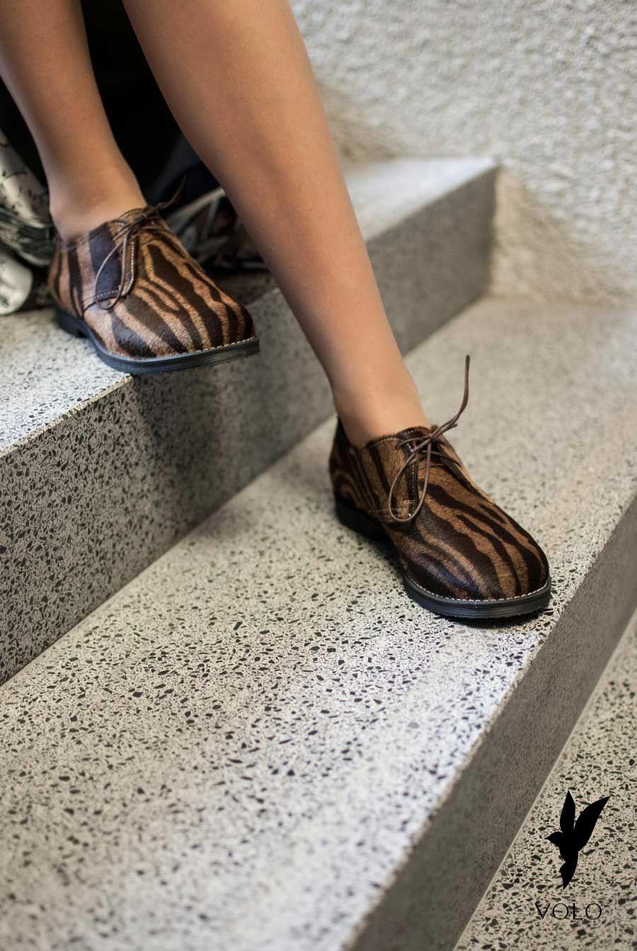 Buty Volo Polbuty Vera Z Naturalnym Dlugim Wlosiem W Kolorze Ciemna Zebra Shoes Moccasins Fashion