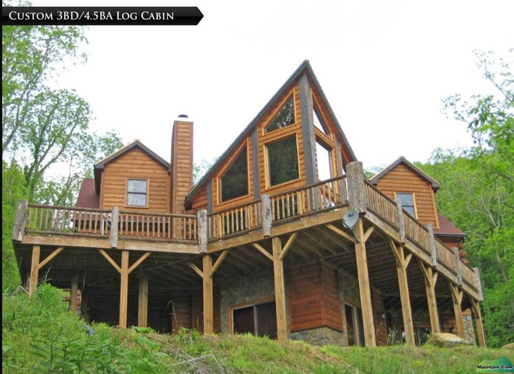 We have 4 bedrooms with 1 king and 3 queen beds. On the