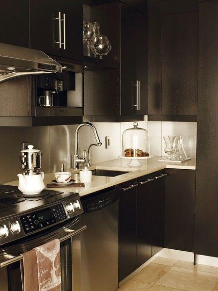 photos 30 styles de cuisine cuisines en bois fonc. Black Bedroom Furniture Sets. Home Design Ideas