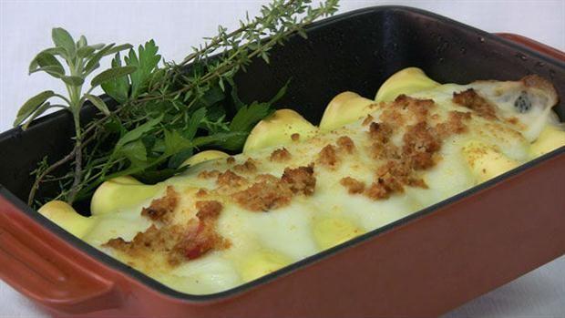 Canelones gratinados de soja y verduras  Canelones de soja y verduras.