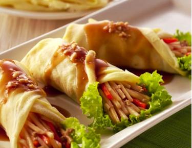 Fresh Lumpia Is A Traditional Filipino Dish Lumpiang Sariwa Or Fresh Lumpia Is Folded Into A Soft Crepe Like Wrapper Ma Food Fresh Lumpia Recipe Yummy Food