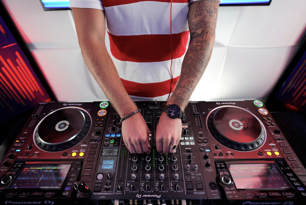 Our Dance Party Livestream Is Back For This Very Special Bastille Day Edition We Ll Be Featuring A French Set Curated By Dj Max Of Dj Best Dj Mixer Free Beats