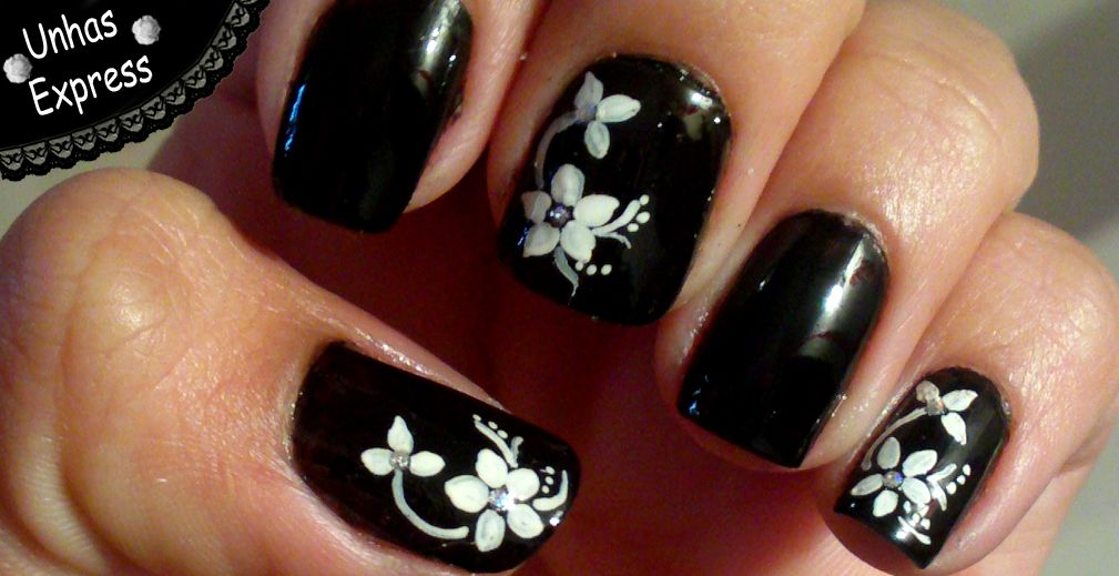 Cute Black with White Flowers Nail Design - http://easynaildesigns.org/ - Cute Black With White Flowers Nail Design - Http://easynaildesigns