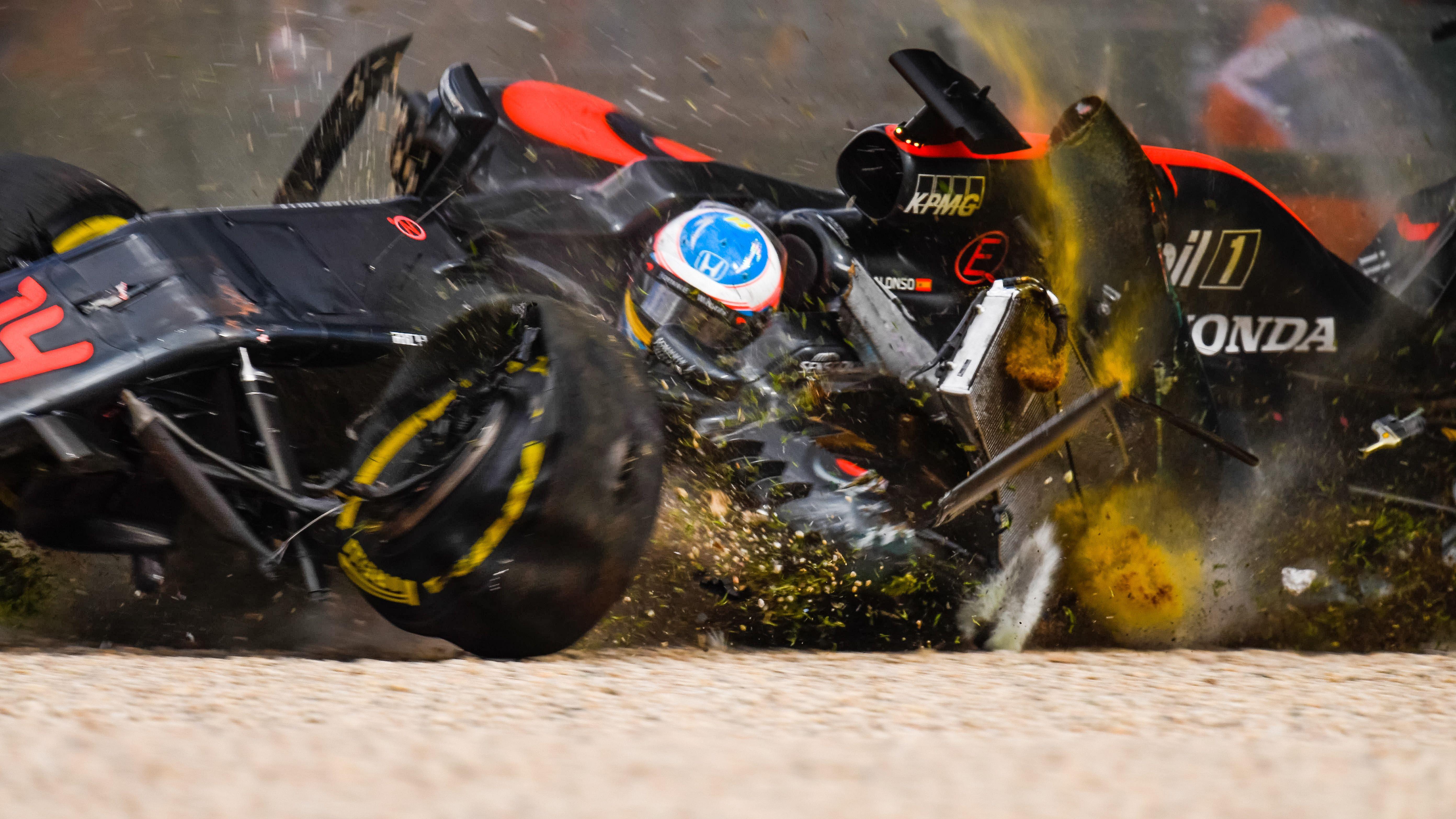 Fernando alonsos f1 car midroll in melbourne 5568 x