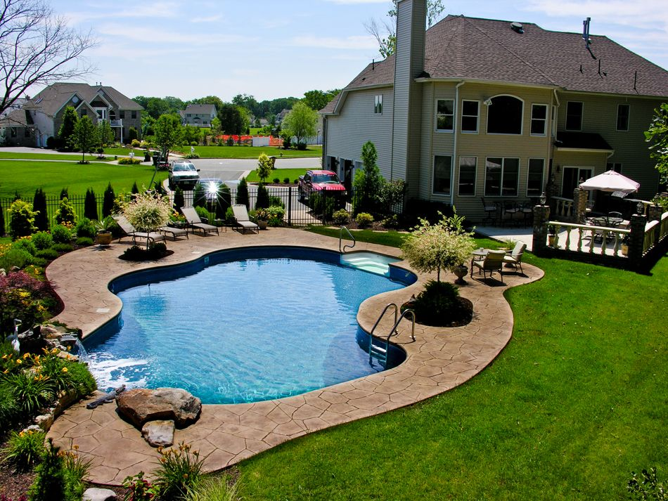 Pool town nj inground swimming pools with pool landscaping for Back garden swimming pool