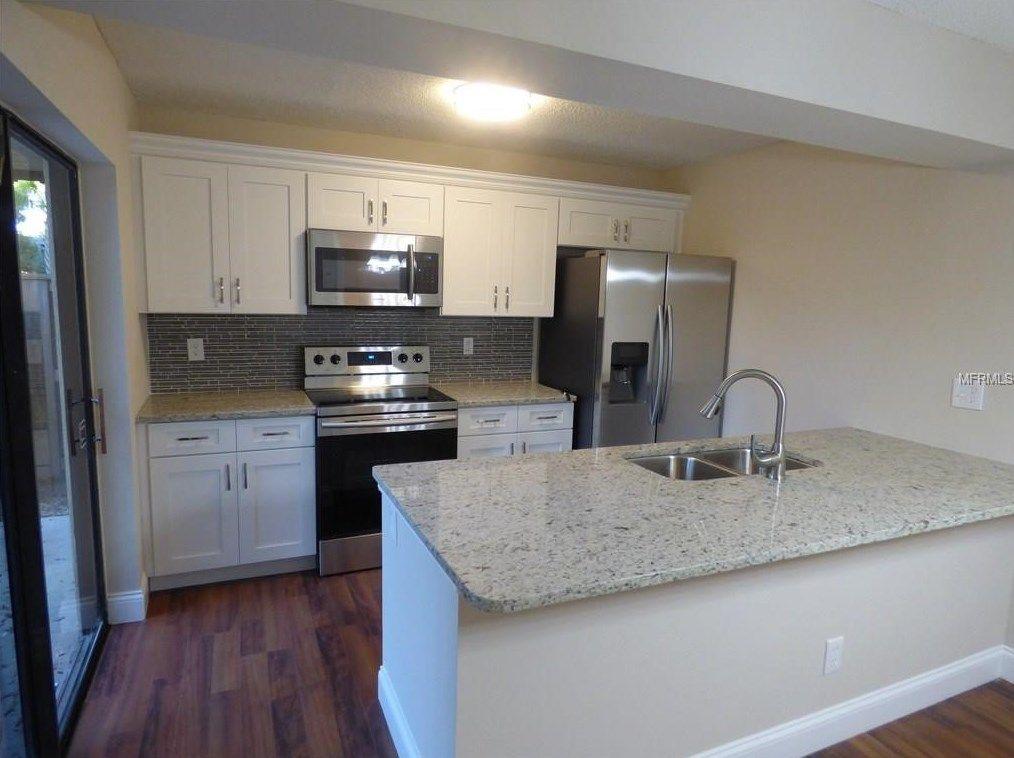 5300 Bamboo Ct 449 Orlando Fl 32811 Mls O5471830 Coldwell Banker Kitchen Technology Kitchen Cabinets White Kitchen Cabinets