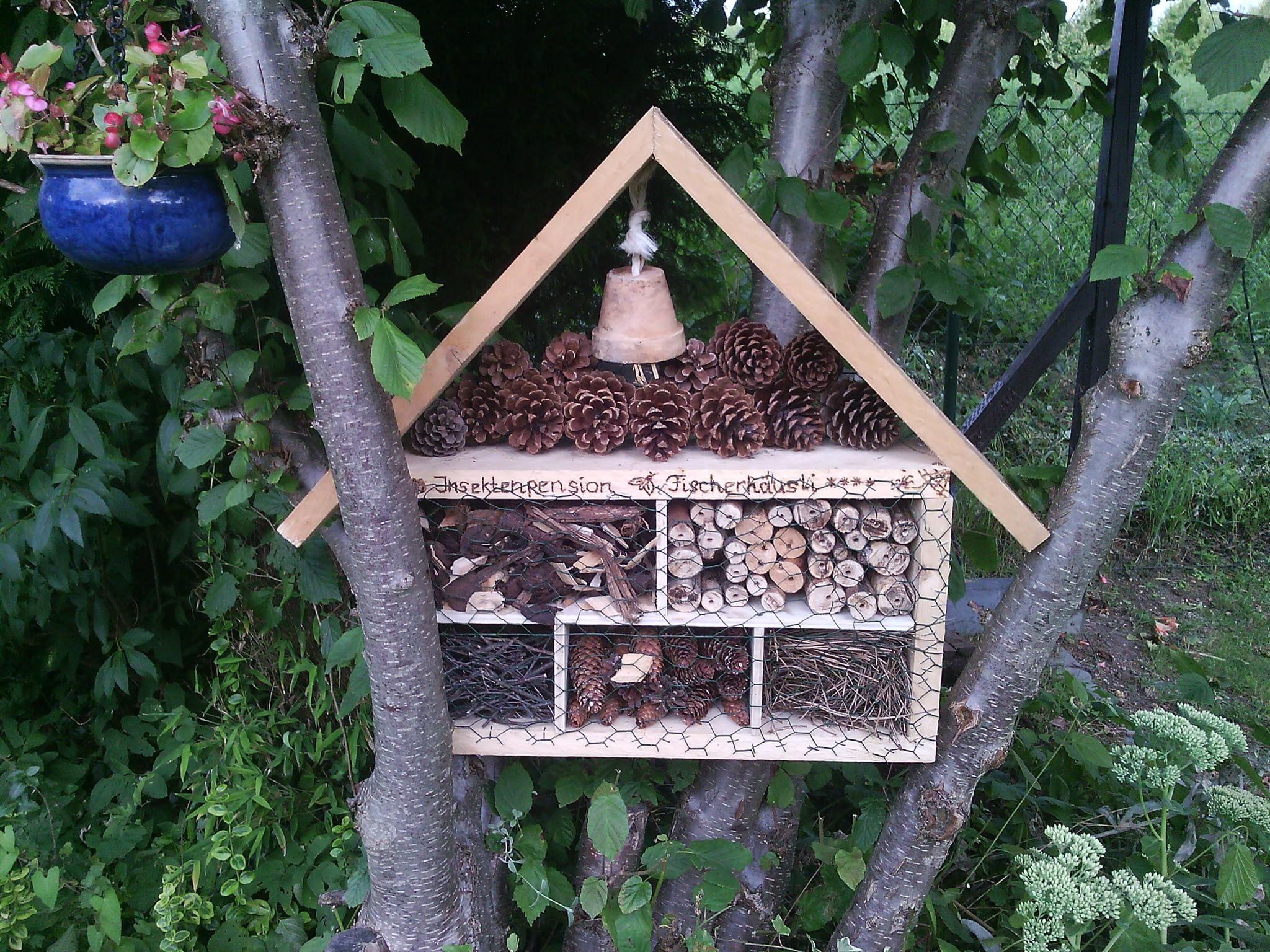 Handmade mal anders!  Hier haben wir eine Kleinigkeit zum Artenschutz beigetragen =) Kleines Insektenhotel - natürlich 4 Sterne - versteht sich von selbst, denn unseren Bewohnern soll es ja an nichts fehlen!
