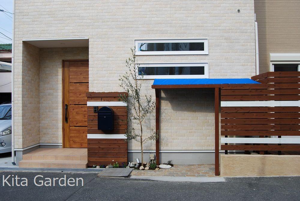 北欧デザインの外構に馴染む自転車置き場 自転車置き場 自転車 屋根