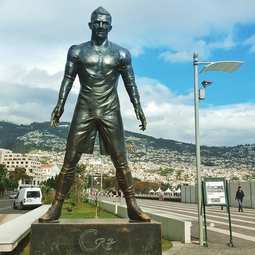 Cristianoronaldo At Pestanacr7 Funchal Portugal Ronaldo Cr7  # Muebles Butrageno