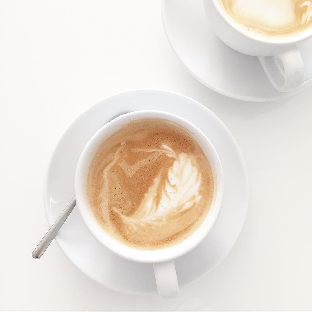 Favourite way to start into a saturday...  Hier ging in der letzten Woche alles ein bisschen langsamer als gewohnt und so ist auch der Plan für das Wochenende. Nur der Lieblingsmann schwirrt bei Ikea rum macht den Wocheneinkauf und und und  #weekend #saturday #coffee #kaffee #bezzera