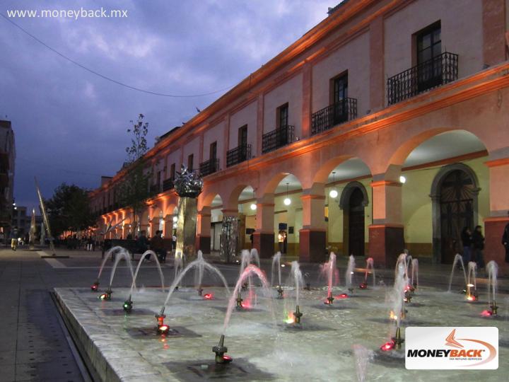 MONEYBACK MÉXICO. Los portales son un signo distintivo de Toluca con sus 120 arcos en un área muy concurrida por su diversidad de tiendas y comercios donde se pueden conseguir los productos regionales más reconocidos de la zona. Es un pasaje comercial corazón de la vida social y mercantil de la capital. Busca negocios con nuestro logo para obtener reembolso de impuestos si eres turista extranjero viajando en México. + #moneyback www.moneyback.mx
