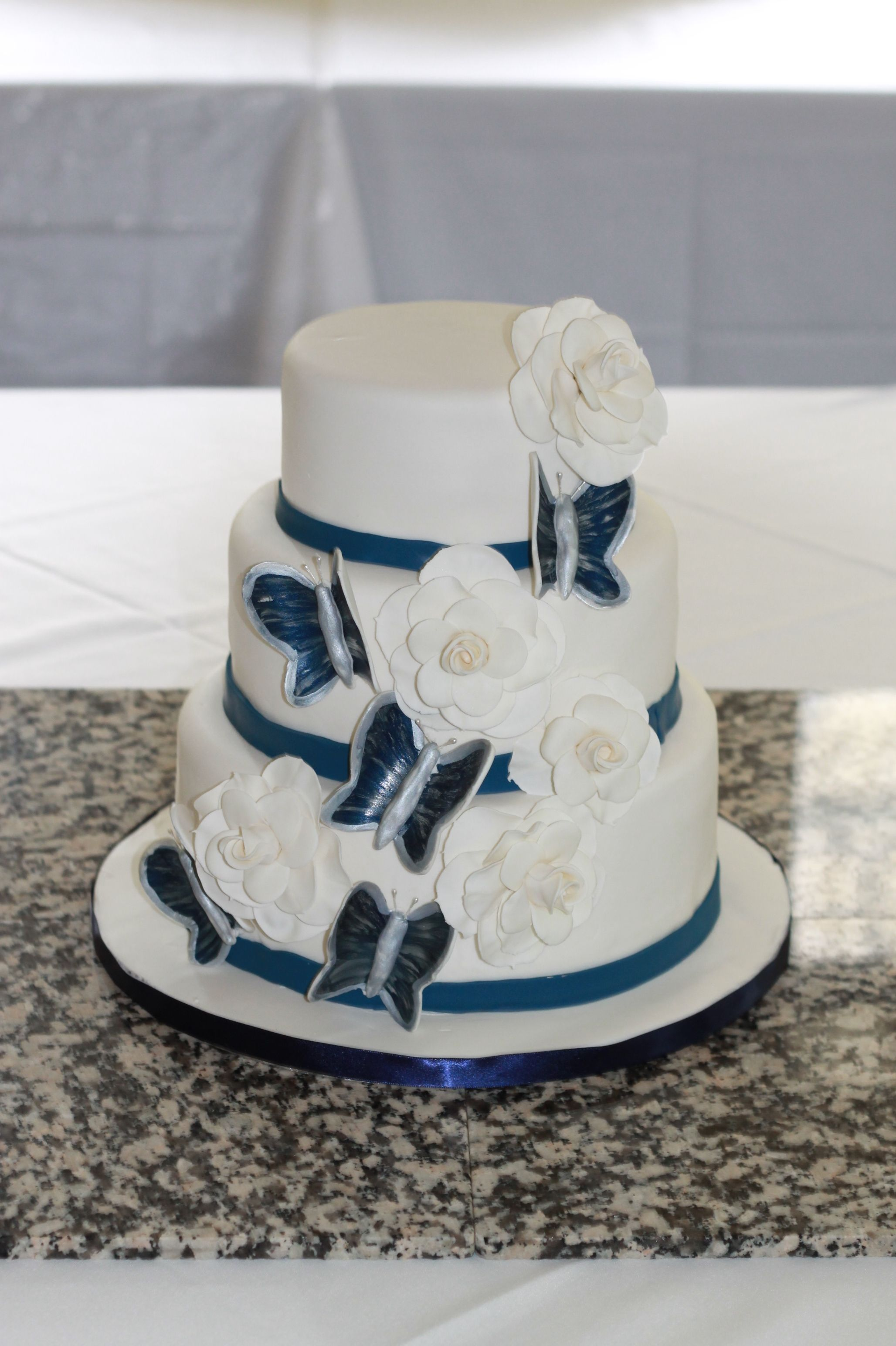 Royal blue wedding cake Keywords: #weddings #jevelweddingplanning ...